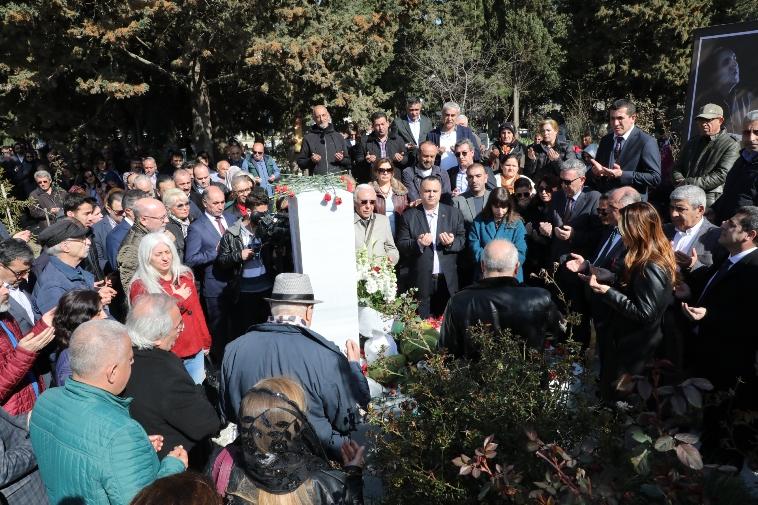 Emre Saltık vefatının ikinci yıldönümünde mezarı başında anıldı