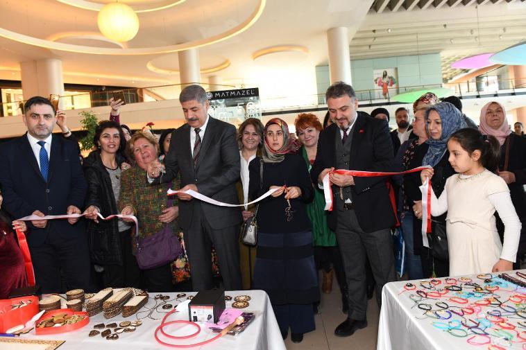 Esenyurt Belediyesi Dünya Kadınlar Günü Karma Sergisi açıldı…
