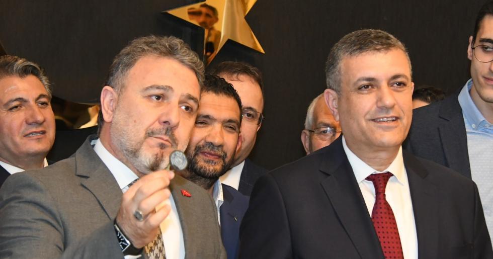 Kemal Deniz Bozkurt başkanlık mührünü Ali Murat Alatepe'den devraldı
