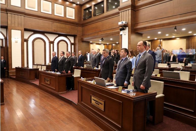 Büyükçekmece Belediye Meclisi yeni dönemin ilk oturumunu gerçekleştirdi.  Ak Parti Grubu toplantıya katılmadı.