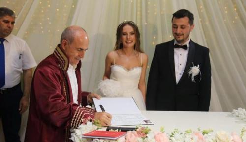Başkan Akgün, meclis üyesi Kerem Ereke'nin nikahını kıydı