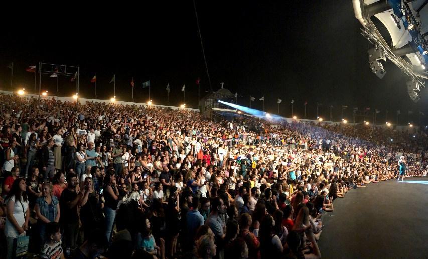 Simge Sağın, 25 bin kişiye konser verdi