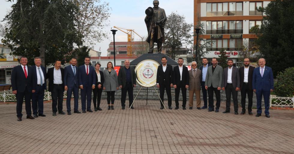 ÇATALCA'DA 24 KASIM ÖĞRETMENLER GÜNÜ'NDE ATATÜRK ANITI'NA ÇELENK SUNULDU