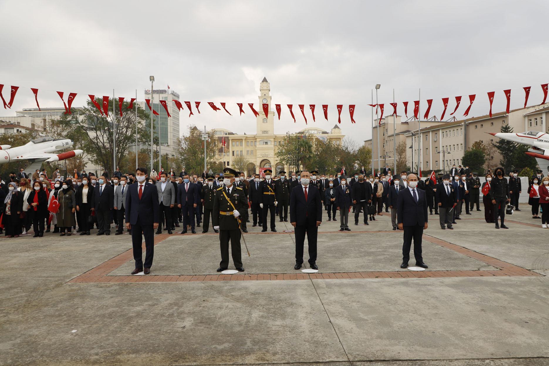 BÜYÜKÇEKMECE'DE CUMHURİYET'İN 97'İNCİ YIL KUTLAMALARINA İLGİ YOĞUN OLDU