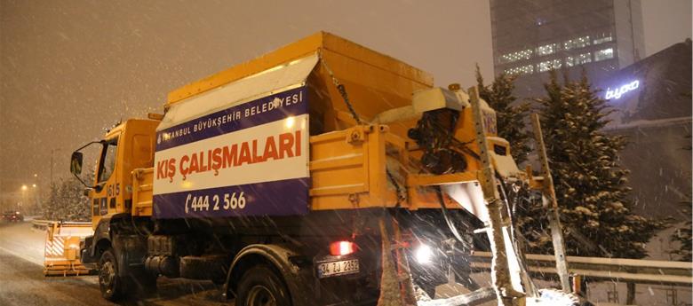 İSTANBUL'DA KAR KALINĞI 30 CM'E KADAR ÇIKTI